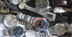 Viele alte, gebrauchte Armbanduhren