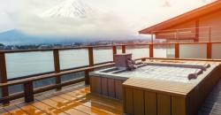 japanischer Whirlpool mit Blick auf Berg Fuji